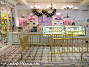Disney World Confectionary, best place to buy a Disney Snack, stay on Main Street USA an hour after Magic Kingdom closing time,